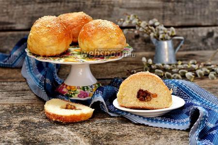 Дрожжевые булочки с изюмом