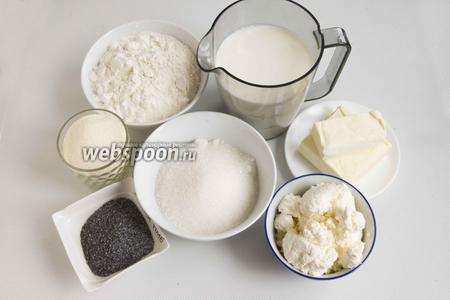 Подготовьте сахар, муку, манную крупу, масло сливочное, мак, молоко, творог.
