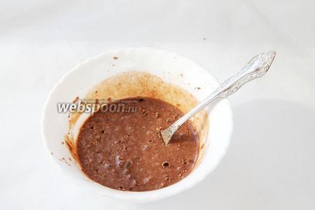 Все ингредиенты смешать, добавить тёртый шоколад (10 г). Немного подогреть.
