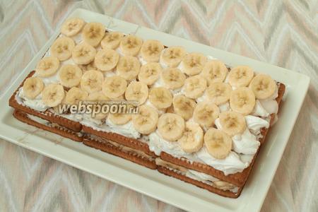 Далее пойдёт ещё 1 слой зефира и затем бананов.