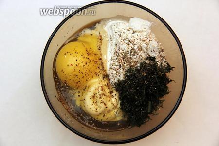 Приготовим кляр. Смешиваем муку, майонез, яйцо, укроп (так как сейчас не сезон укропа, я брала замороженный. Также можно добавить сушенный). Посолить и поперчить.