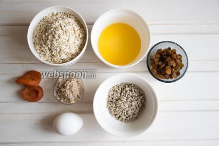 Ингредиенты: мелкие овсяные хлопья, апельсиновый сок, ореховая мука (у меня фундучная), курага, изюм, семечки подсолнечника, яйцо.