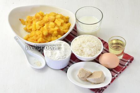 Для работы нам понадобится готовая яблочная начинка, мука, молоко, яйца, сахар, соль, подсолнечное масло, живые дрожжи.
