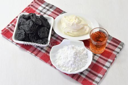 Для работы нам понадобится вяленый чернослив, сахарная пудра, сметана (у меня жирная, деревенская сметана), ликёр.