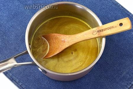 Довести сок с сахаром до кипения. Добавить сок с агаром, перемешать и кипятить 2-3 минуты. Охладить до тёплого состояния.