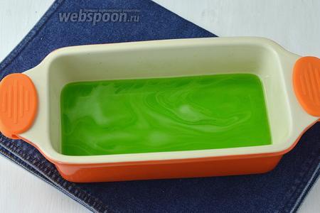 Залить каждое желе слоем 1,5 см в отдельной посуде и оставить до полного застывания.