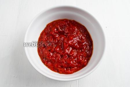 Перцы (400 г) запечь и пюрировать согласно рецепту Салат из печёных перцев.