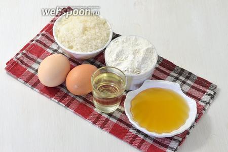 Для работы нам понадобится мука, растительное масло, яйца, сахар, сода, мед.