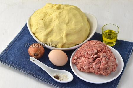 Для работы нам понадобится тесто для ватрушек http://webspoon.ru/receipt/testo-dlya-vatrushek , фарш, соль, перец, яйцо, лук, подсолнечное масло.