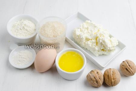 Чтобы приготовить рисовые котлеты, нужно взять: рис сорта камолино, воду, соль, масло топлёное, орехи грецкие, творог мягкий, яйцо, сахар, мука, разрыхлитель, панировочные сухари.