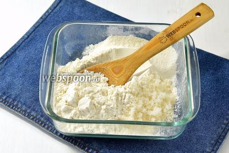 Отдельно просеять муку (1 стакан), соду (0,5 ч. л.) и разрыхлитель (0,3 ст. л.).