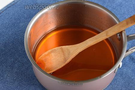 Соединить порошок желе (90 г) и воду (200 мл). Нагревать на медленном огне, помешивая, до растворения желе. До кипения не доводить.
