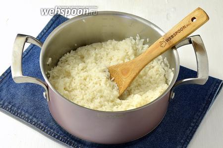 2 стакана риса отварить почти до готовности.