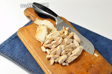 Куриное филе порезать.