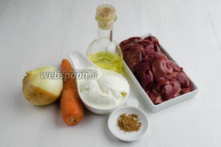 Начнём с приготовления начинки. Для начинки нужно взять: печень куриную, морковь, лук, сметану, соль, мускатный орех, подсолнечное масло.