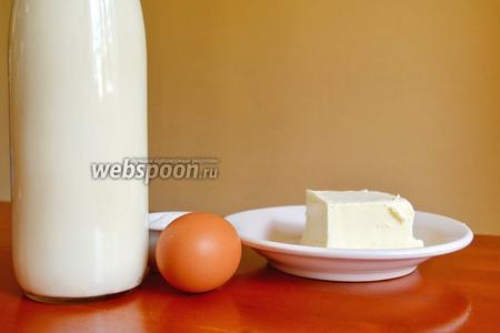 Всё, что нам понадобится для приготовления сыра — это кефир, яйцо, сливочное масло, соль и сода.