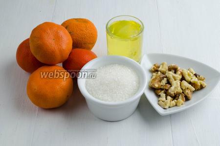 Для начинки нужно взять мандарины, орехи, яичные белки, сахар, воду.
