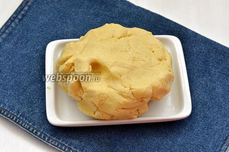 Быстро замесить тесто, оно получится мягким и нежным.