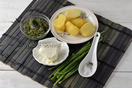 Для начинки нам понадобится картофель, творог, укроп (у меня замороженный), зелёный лук, соль, перец.