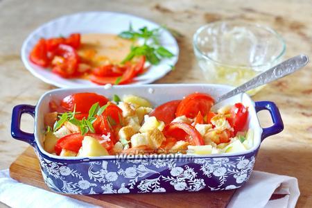 Салат с помидорами и гренками