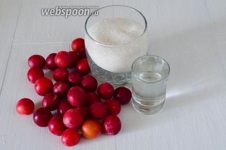 Чтобы приготовить желе из красной алычи, нужно взять алычу, сахар, воду.