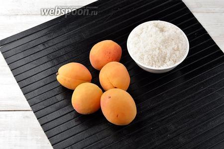 Для работы нам понадобятся абрикосы и сахар.