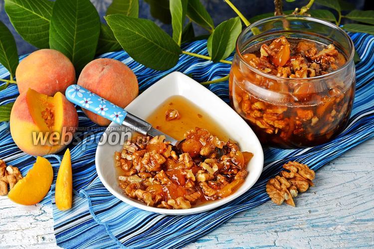 Фото Варенье из персиков с грецкими орехами