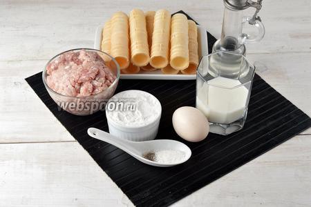 Для работы нам понадобится свиной фарш, вафельные трубочки, молоко, яйца, пшеничная мука, соль, чёрный молотый перец, подсолнечное масло.