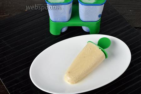 Заморозить в морозильной камере (5-6 часов).  Мороженое готово.