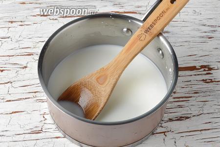 300 мл молока довести до кипения и охладить до температуры 70-80°С.