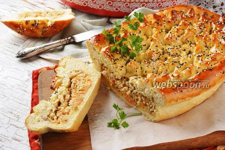 Пирог с рыбной консервой и рисом