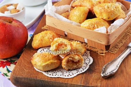 Творожные пирожки с яблоком в духовке