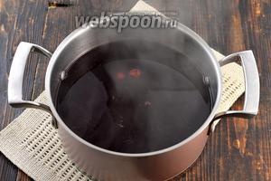 Довести до кипения. Огонь убавить и готовить под крышкой на протяжении 5 минут.
