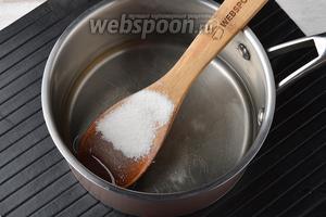 Добавить 15 г ванильного сахара и перемешать до полного растворения сахара.