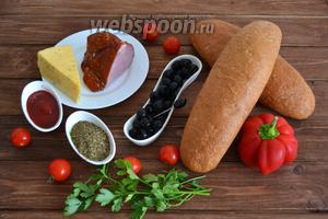 Подготовить необходимые ингредиенты: батон с отрубями, сладкий болгарский перец, помидоры черри, буженину, твёрдый сыр, оливки, томатный соус, сухие приправы, петрушку.