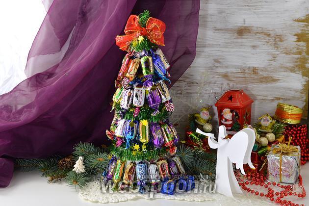 Фото Как сделать новогоднюю ёлку из конфет