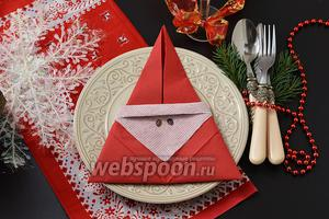 Фото совета Как сложить салфетку в виде Деда Мороза
