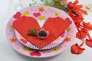 Фото совета Как сложить салфетки в виде сердца