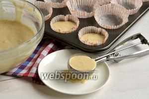 Фото совета Как переложить жидкое тесто из миски в формочки