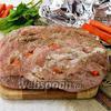 Фото совета Как завернуть мясо в фольгу перед запеканием