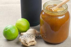 Пропорции напитка можно изменять по своему вкусу, так как все ингредиенты сами по себе очень концентрированные. Понадобится мёд, лайм, имбирь. Лайм смело можно заменять лимоном.