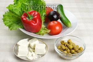 Чтобы приготовить салат греческий в домашних условиях, нам понадобятся — помидоры, огурец, сладкий перец, фиолетовый лук, сыр Фета, оливки и оливковое масло.