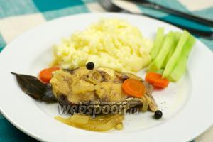 Пеленгас тушёный с овощами