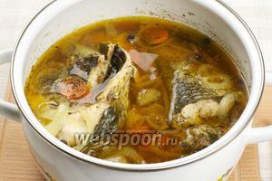 Готовим рыбу 35-40 минут с момента закипания. Томить рыбу надо на очень маленьком огне.  Подавать можно с пюре и овощами.