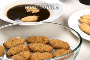 Сверху на печенье выкладываем слой крема не менее 2 сантиметров.
