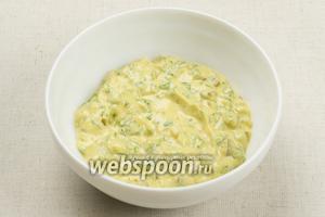 Всё тщательно перемешать, если соус получился слишком густым — добавьте немного оливкового масла.   Соус тартар можно использовать для заправки салатов, для этого добавьте 2-3 столовые ложки кипячёной воды, чтобы получить нужную консистенцию соуса.