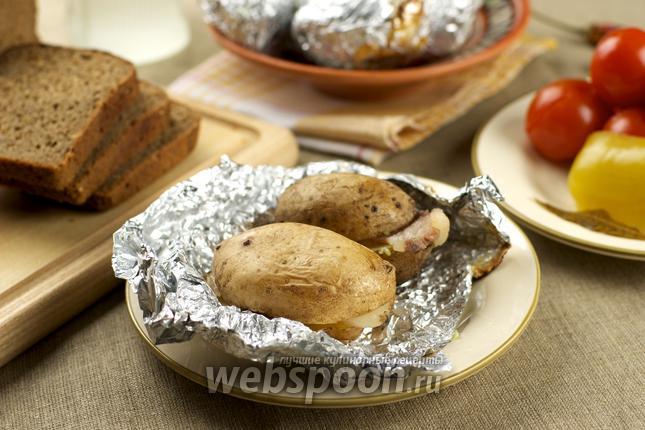 Фото Картошка с салом запечённая в фольге