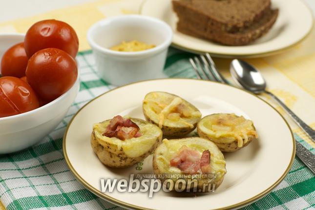 Фото Запеченный картофель с сыром и салом