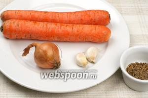 Основные ингредиенты тертой моркови по-мински. Морковь 2-3 штуки, лучше брать сладкую, но не очень сочную, репчатый лук, чеснок и специи.