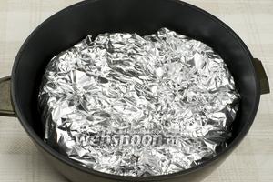 Хорошо закрыть тыкву и поставить в разогретую до 200 °С духовку на 30 минут.